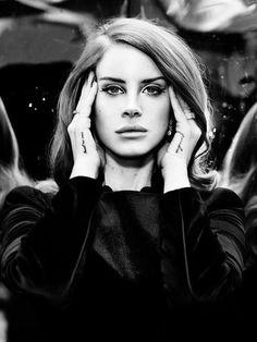 Lana Del Rey love her makeup.