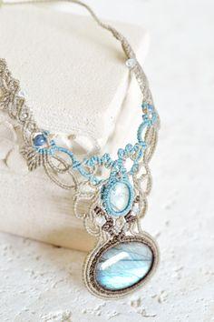 ラブラドライト×アクアマリンマクラメネックレス・チョーカーf - 旅する天然石とマクラメアクセサリーのお店 Macrame Jewelry MANO