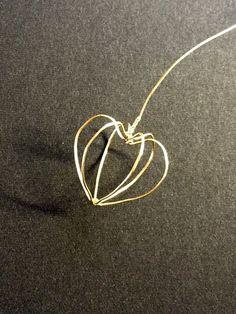 榮さんのマニキュアで作る鬼灯 - Togetter Nylon Flowers, Wire Flowers, Kanzashi Flowers, Nail Polish Flowers, Nail Polish Crafts, Wire Crafts, Resin Crafts, Resin Jewelry, Beaded Jewelry