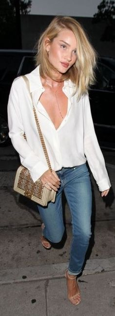 Who made  Rosie Huntington-Whiteley's nude sandals, skinny blue jeans, quilted handbag, and gold jewelry?