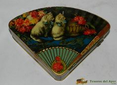 TesorosDelAyer.com · Old Antique Vintage Tin Box · Old tins boxes · Antigua lithographed tin box with kittens and fan shape.The sons of G. Bertran, Barcelona