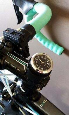 """I hope this """"bike clock"""" comes for mtb too New Bicycle, Fixed Gear Bicycle, Bicycle Parts, Road Bikes, Cycling Bikes, Bullitt Bike, Bmx, Bike Gadgets, Cycling Motivation"""