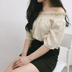 트렌디한 오프숄더를 홍대점에서 직접 착용해보세요 #mixxmix #mixxmix_store #mixxmix_seoul #dailylook