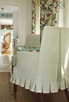 Slipcovers are an easy, inexpensive way to refresh the look of furnishings and transform the style of a room. Decorating with slipcover. Slipcovers For Chairs, Arm Chairs, Kitchen Chairs, Chair Covers, Soft Furnishings, Diy Furniture, Sweet Home, Interior Design, Decoration