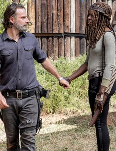 Michonne, Daryl Dixon and Rick Grimes in The Walking Dead Season 8 Episode 12 Rick Grimes, Rick And Michonne, Walking Dead Show, Walking Dead Season 8, Tom Payne, Dead Inside, Stuff And Thangs, Andrew Lincoln, Daryl Dixon