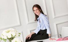 Career / Alison Loehnis #blue #shirt #black #skirt