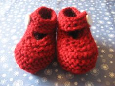 Items similar to Baby Booties red - white smiley button months) on Etsy Baby Booties, Baby Shoes, Smiley, Knits, Red And White, Slippers, Booty, Button, Knitting