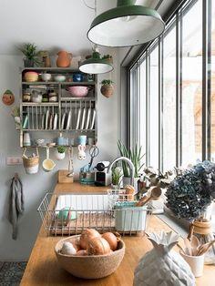 10 compositions pour enluminer votre cuisine blanche.