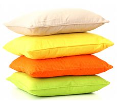 Decorating with cushions is one of the easiest and most effective ways to transform a room. Choose the perfect cushions with this helpful guide. Old Rocking Chairs, Rocking Chair Cushions, Seat Cushions, Bed Pillows, Color Combinations For Clothes, Cheap Rugs, Interior Decorating, Interior Design, Decorating Ideas