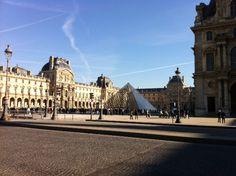 Cour Pyramide  Napoléon - Musée du Louvre