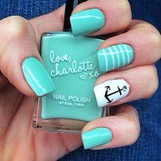 Minty-fresh nails