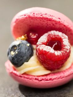 This is the easiest macaron recipe in the world WUNDERWEIB - Do you want to make your own macarons and think that this is far too difficult? Macarons are - Macarons Easy, How To Make Macarons, Dessert Oreo, No Bake Cookies, Cakes And More, Sweet Recipes, Cookie Recipes, Bakery, Food And Drink
