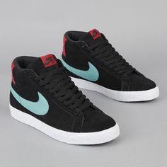 nike sb blazer black and sea crystal varsity red On Shoes, Nike Shoes, Sneakers Nike, Shoes Jordans, Shoes Style, Urban Fashion Women, Mens Fashion, Fashion Menswear, Fashion Outfits