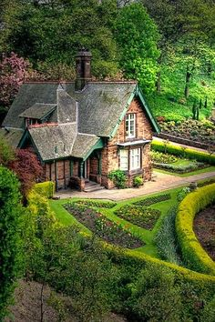 Princes Street Gardens in Edinburgh, okay it is Scotland, not England proper but what a beautiful cottage. Just imagine living here. Beautiful World, Beautiful Homes, Beautiful Places, Hello Beautiful, Beautiful Gardens, Cozy Cottage, Garden Cottage, Cottage House, Irish Cottage