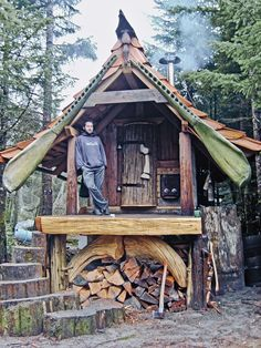 Forest Cottage ~ Queen Charlotte Islands off the coast of Vancouver. Lloyd Kahn's Tiny Homes: Simple Shelter gives endless visual examples and the stories behind some inspiring tiny houses. Bohemian House, Cabin In The Woods, A Frame Cabin, Unusual Homes, Cabins And Cottages, Small Cabins, Log Cabins, Little Houses, Small Houses