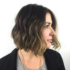Here are some great women's hairstyles to update you from the latest hairstyles for women. Check this awesome collection of women's hairstyles. Short Choppy Haircuts, Short Hairstyles For Women, Choppy Hairstyles, Textured Hairstyles, Layered Hairstyle, Hair Tutorials For Medium Hair, Medium Hair Styles, Curly Hair Styles, Short Textured Hair