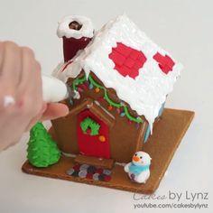 Credit: @cakesbylynz Gingerbread House Designs, Christmas Gingerbread House, Gingerbread Houses, Christmas Treats, Christmas Cookies, Christmas Time, Cookie House, House Cake, Dessert Decoration