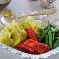 Aardappelpuree: Heerlijk romige aardappelpuree met volle melk en zure room. Een heerlijke begeleider van tal van vlees/saus gerechten, bijvoorbeeld boeuf bourguignon.
