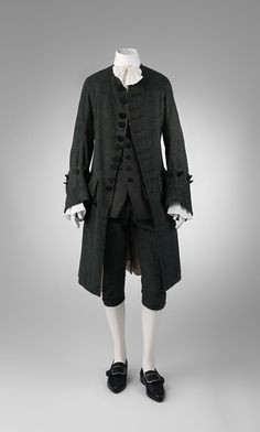 "The Metropolitan Museum of Art. ""Visitors to Versailles: From Louis XIV to the French Revolution,"" April 2018 18th Century Clothing, 18th Century Fashion, Rococo Fashion, Victorian Fashion, Metropolitan Museum, Versailles, Military Suit, Ludwig Xiv, 18th Century Costume"