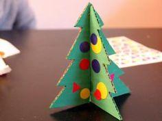 DIY pour les enfants: sapins de Noël • Hellocoton.fr Deco Table Noel, Triangle, Creations, Christmas, 2013, Wordpress, Christmas Tabletop, Diy Room Decor, Bricolage