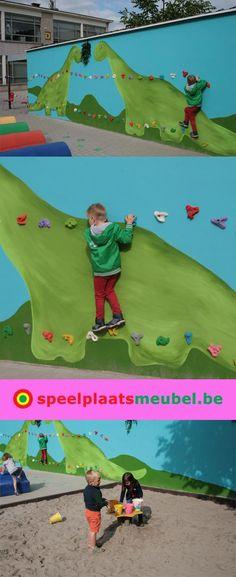 Klimmuur door de juffen gemaakt op het schoolplein bij kleuterschool 't Grafiekje te Tongerlo. Deze klimwand heeft geen rubber ondergrond nodig omdat de onderste klimgrepen niet hoger dan 60 cm hangen.