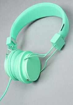Mint Green headphones to match anything pastel! Mint Blue, Mint Color, Green Colors, Colours, Bleu Turquoise, Aqua, Teal, Turquoise Office, Mint Green Aesthetic