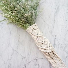 Beautiful macrame bouquet wrap for all bride to be! This would be a great addition to your boho wedding. -Feel free to contact us with any questions. -Bunch of flowers that are not included in the del Bouquet Wrap, Flower Bouquet Wedding, Boho Wedding Decorations, Wedding Centerpieces, Wedding Ideas, Wedding Wraps, Bride Accessories, Macrame Design, Wedding Colors
