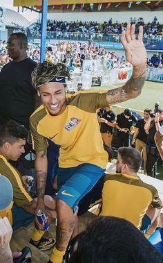 Image about cute in Neymar Jr by Makynadal on We Heart It Neymar Jr, Tom Brady And Gisele, Kim Minseok, One Ok Rock, Gisele Bundchen, Soccer Players, Angkor, Suho, World Cup