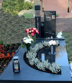 Cemetery Monuments, Cemetery Art, Cemetery Decorations, Table Decorations, Unusual Headstones, Tombstone Designs, Memorial Stones, Art Plastique, Funeral