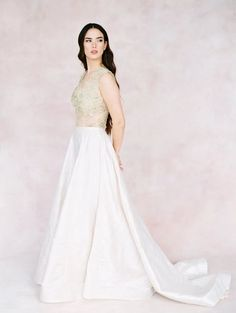 Go for having multiple looks throughout your wedding day with these amazing bridal separates! #bridalmusings #bmloves #wedding #ido #bride #weddingdress #bridalgown #twopieceweddingdress #bridal #bridalseparates #bridalcouture #floral #lace #knitted