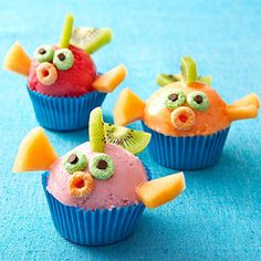 Make sweet sorbet fish by adding fruity fins and cereal faces. Bring the sea to them with silicone blue cupcake liners. Cake Pops, Sorbet, Animal Themed Birthday Party, Fishing Cupcakes, Blue Cupcakes, Yummy Cupcakes, Birthday Cupcakes, Cute Fish, Fish Crafts