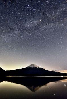 Mt.Fuji Beautiful World, Beautiful Images, Mount Fuji Japan, Fuji Mountain, Monte Fuji, Shanghai, Japanese Landscape, Moon Pictures, Vietnam