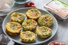 These Mini Frittata Muffins are an easy breakfast recipe that is loaded with flavour, meal prep, make ahead and freezer friendly! Frittata Muffins, Mini Frittata, Frittata Recipes, Egg Muffins, Breakfast Muffins, Super Healthy Recipes, Healthy Foods To Eat, Skinny Recipes, Healthy Cooking