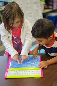 Using a Gel board to build handwriting skills - Board with hair gel! Cheap and fun! Add cotton swabs to build fine motor skills Classroom Activities, Preschool Activities, Kids Education, Special Education, Montessori, Kindergarten Writing, Early Literacy, Early Childhood Education, Writing Skills