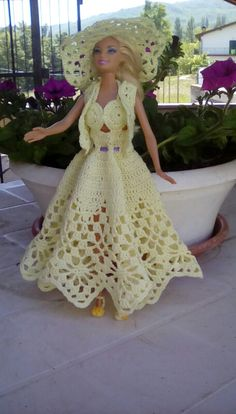 Crochet Barbie no pattern inspiration only by DeeDeeBean Crochet Barbie Patterns, Crochet Doll Dress, Barbie Clothes Patterns, Crochet Barbie Clothes, Knitted Dolls, Dress Patterns, Barbie Gowns, Barbie Dress, Barbie Wardrobe