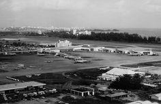 Aeropuerto Internacional Luis Muñoz Marín,San Juan,Puerto Rico. En 1945, consciente de la importancia de la aviación para el desarrollo de la economía de Puerto Rico, el gobierno insular había señalado la necesidad de construir un aeropuerto internacional capaz de manejar el creciente tráfico aéreo del Aeropuerto Internacional de San Juan, en Isla Grande, que venía operando desde 1929.