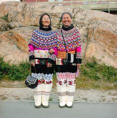 Sisters Dorthe and Ellen are seen here celebrating their niece's first day at school in Sisimiut, Greenland. Glass beads first arrived in Greenland in the century as trade items, and they have been used in decorative clothing ever since. Nuuk Greenland, Beaded Collar, Arctic Circle, People Of The World, Portraits, Knitting Designs, Traditional Outfits, Well Dressed, Beautiful People
