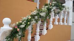 Decofloral escalera casa novia. Encuentralo en www.pettytperezmanglano.com