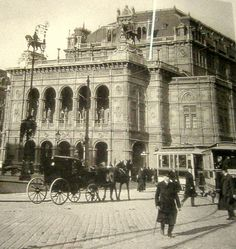 Anbei ein paar Bilder vom alten Wien leider nicht gut in der Qualität aber doch sehr interessant wie ich finde.