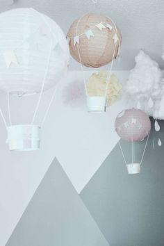 Eine geniale Deko-Idee fürs Kinderzimmer, die Sie ganz einfach selber machen können: Heißluftballons. #deko #idee #kinderzimmer #inspirationen