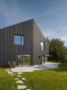 s_DenK house by SoHo Architektur has a kinked facade