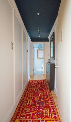 931 W Leland Ave #402, Chicago, IL 2 beds 2 baths $225,000 HOA $338; I find painting the ceiling dark interesting and different.