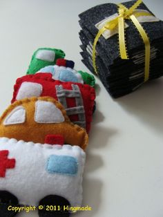 Felt cars... Cute and Easy...Thinking on making a couple and have them ready for Christmas!!! Gaby.