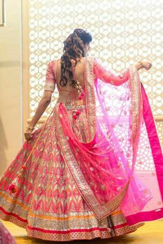 Gota patti makes an outfit heavy. Gotta patti worked lehenga & gotta patti suits looks amazing. Fuschia pink bridal lehenga with intricate gota Patti work. Also, adding beauty to the attire is the Gota Patti blouses teamed with the lehenga skirts. Indian Bridal Lehenga, Indian Bridal Wear, Indian Wedding Outfits, Bridal Outfits, Indian Outfits, Indian Weddings, Pink Bridal Lehenga, Real Weddings, Lehenga Wedding