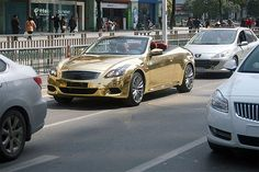 Gold-Painted Infiniti G37 In China Towed By Traffic Police for Illegal Parking