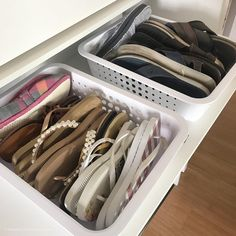Como organizar sapatos: 50 ideias simples que funcionam (tutoriais) Garage Organization Tips, Closet Organization, Room Ideas Bedroom, Home Bedroom, Organizar Closets, Astuces Camping-car, Best Shoe Rack, Closet Storage, Walk In Closet