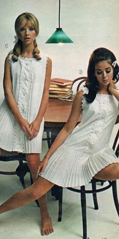 """Retro Fashion """"Colleen Corby (in the right), """" - Decades Fashion, 60s And 70s Fashion, Teen Fashion, Retro Fashion, Fashion Models, Vintage Fashion, 1960s Fashion Women, Dolly Fashion, 1960s Fashion Dress"""