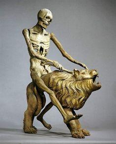Der Tod auf einem Löwen reitend, Uhrenfigur. Thomas Teichmann (Signatur).  Mittelfranken, 1513. Lindenholz mit Resten älterer Farbfassung. 143,5 x 61,0 x 108,5 cm. Die Uhr stand ursprünglich im Chor der Abteikirche von Heilsbronn. Der Tod schlug mit einem Knochen die Stunden, sein rechter Arm war mit Hilfe eines eisernen Gelenks beweglich. -Bayerisches Nationalmuseum-
