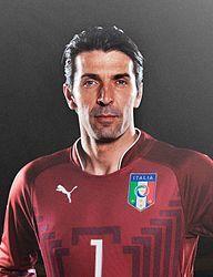 """Gianluigi """"Gigi"""" Buffon (ita. [ˈdʒidʒi bufˈfon]; * 28. Januar 1978 in Carrara, Italien) ist ein italienischer Fußballtorwart in Diensten von Juventus Turin. Er wurde in seiner Karriere viermal zum Welttorhüter des Jahres gekürt und gilt als einer der besten Torhüter der Geschichte. Er ist Rekordtorhüter der italienischen Nationalmannschaft und seit dem 11. Oktober 2013 ihr Rekordspieler."""