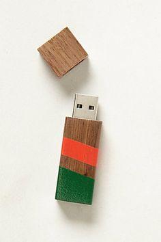 Echo Wooden Flash Drive - 2 Gigabyte